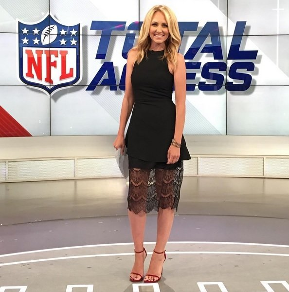Is Lindsay Rhodes Hot Off The Wall Two Bills Drive